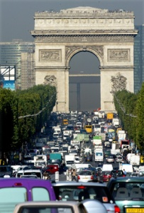 GENERAL VIEW OF CAR TRAFFIC ON THE CHAMPS ELYSEES IN PARIS.
