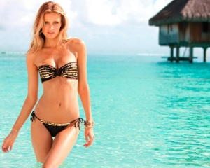 mihai_vasilescu_beach_girl